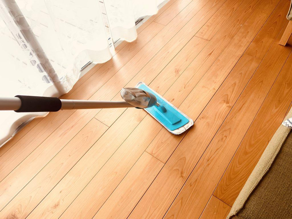 の 床 掃除 無垢 無垢の床はメンテナンスが大変?覚えておきたい無垢床の掃除やメンテナンス方法を教えます リノベーション情報サイト &Reno