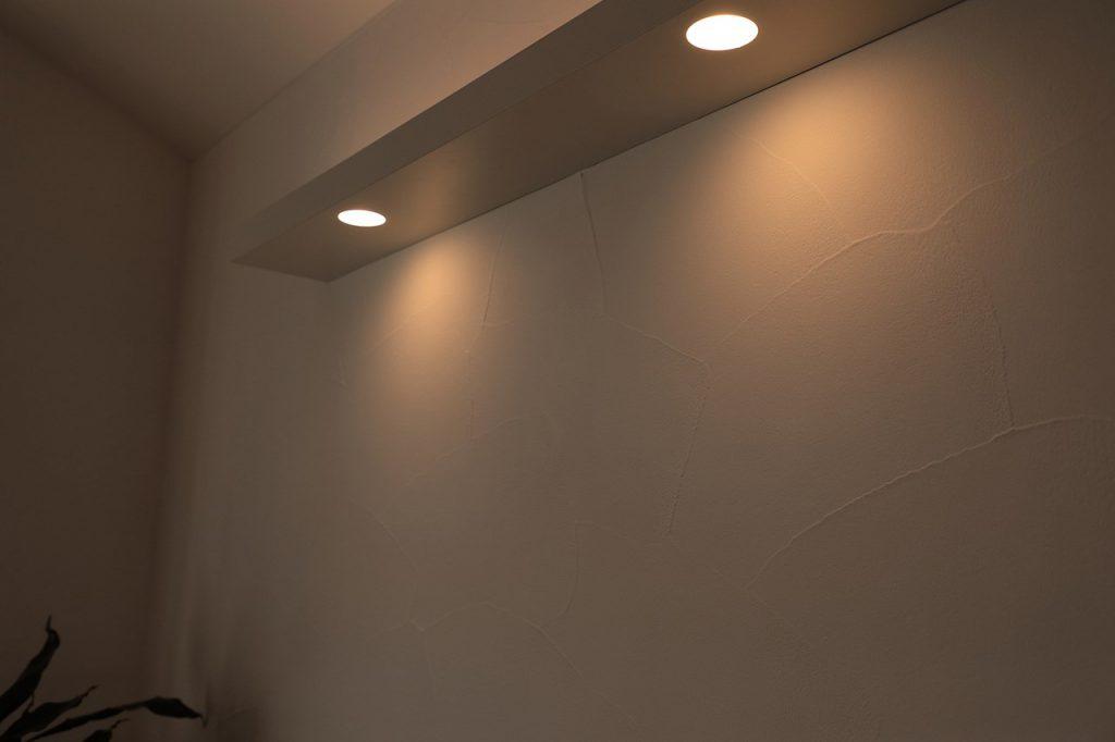 漆喰 コテムラ 照明